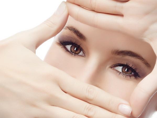 วิธีดูแลผิวรอบดวงตา บอกลาริ้วรอยตีนกา