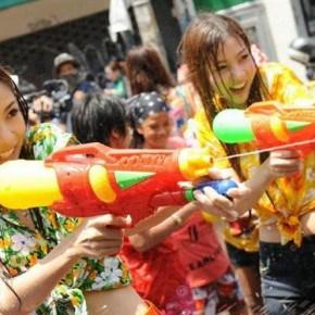 songkran-tajskie-festiwale-tajlandia-festiwale-w-tajlandii-wakacje-w-tajlandii-małpa-malpa-tajlandia-wakacje-tajlandia-fesriwale-w-tajlandii-4