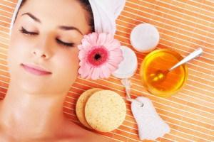 woman-enjoying-spa-treatment-with-honey_4