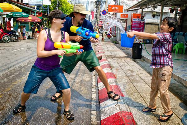 songkran-water-fight)