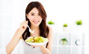 woman-eating-salad1