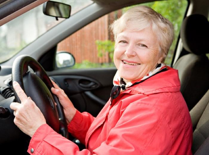 ผู้สูงอายุขับรถ