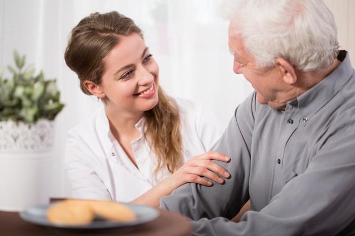 วิธีดูแลผู้สูงอายุสมองเสื่อม